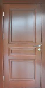 ehničke karakterisitike Krilo vrata: Materijal: Okvir krila je izrađen od jela/smreka drveta, ispuna jela/smreka Dihtung: EPDM Otvaranje: Standardna (jednokrilna vrata) Okov: Brava 65 mm, raspon kvake i ključa 90 mm, pločaste spojnice Boja: IS 16 Mahagoni Štok (dovratnik): Materijal: Masiv jela/smreka, ukrasne lajsne masiv jela/smreka Dihtung: EPDM Okov: Pločaste spojnice, šlic lim Boja: IS 16 Mahagoni